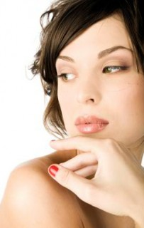Tips To Look Glamorous In An All Natural Way