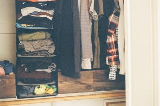 5 Hacks to Organize a Small Closet Efficiently