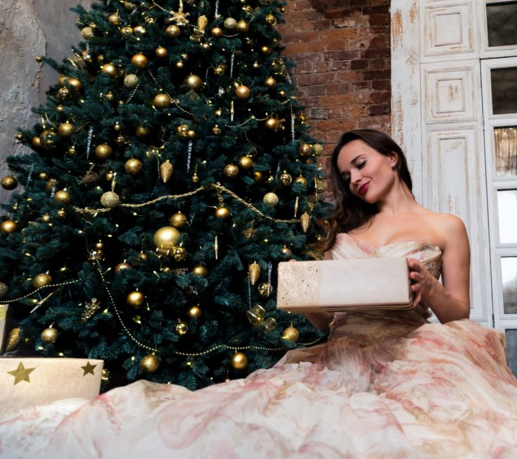 Holiday Fashion 101: 4 Style Tips for Your Next Big Social Gathering