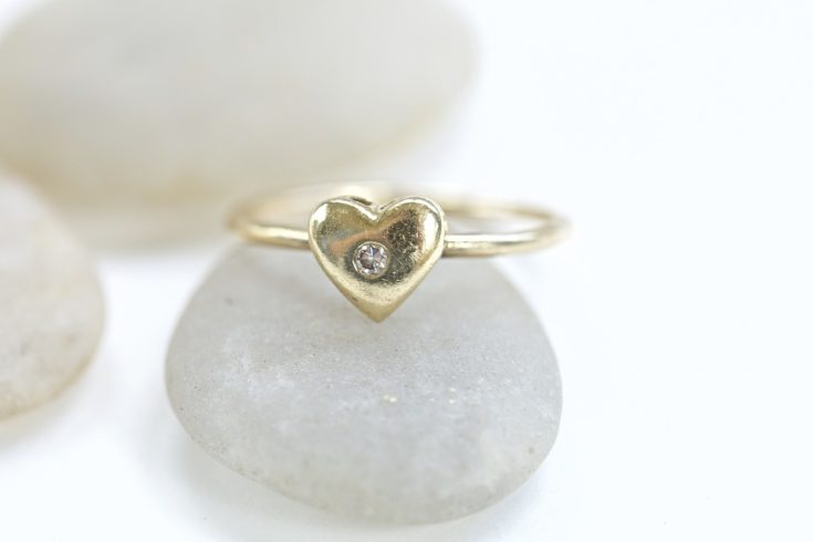 Promise Ring vs Engagement Ring: How To Tell Them Apart?
