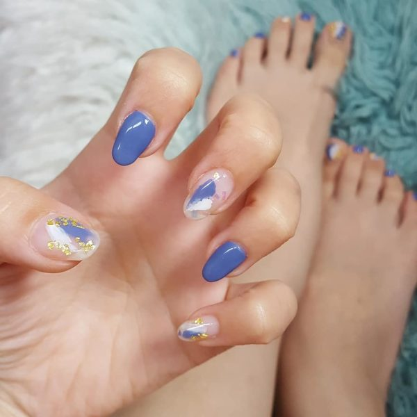 acrylic fingernails and toenails painted for summer