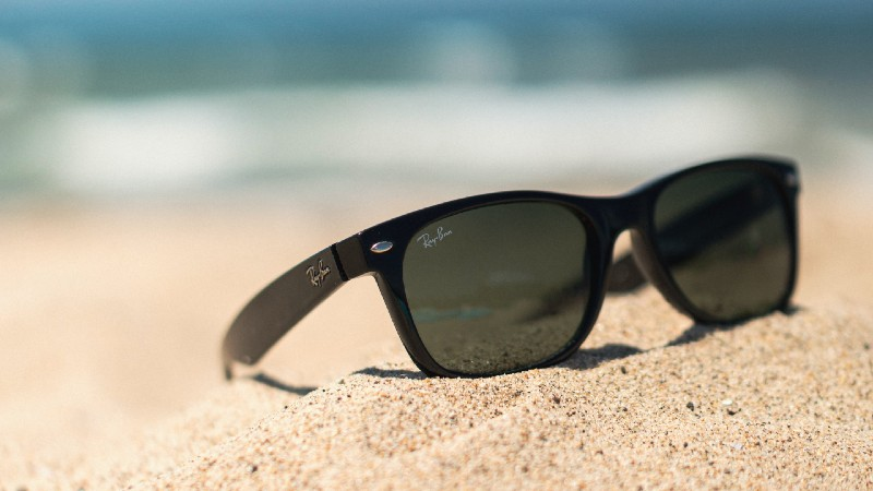 6 Tips to Keep Track of Your Sunglasses